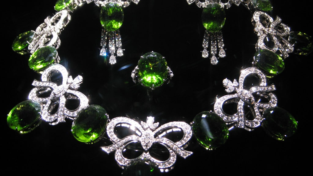 WLA_hmns_Peridot_and_Diamond_Jewelry