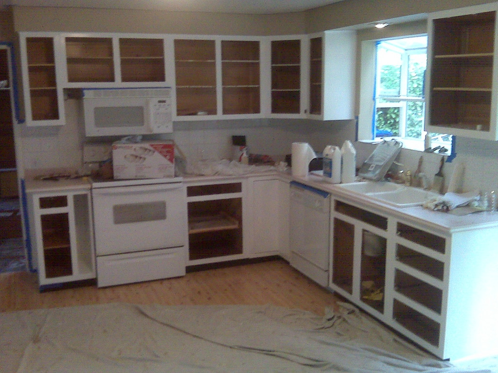 Painted kitchen cabinets. Image courtesy of Flickr