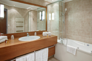 Bathroom_for_suite_-_Paris_Opera_Cadet_Hotel