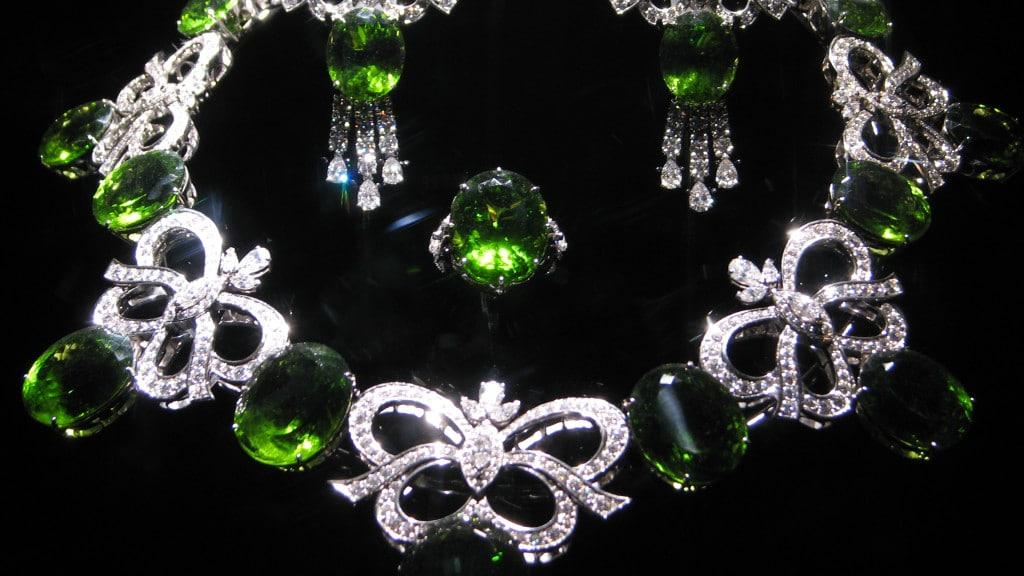 WLA_hmns_Peridot_and_Diamond_Jewelry